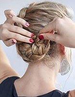 最流行的发型怎么梳凌乱型 精致女生发型的梳法