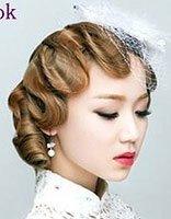 上海风卷发侧边盘发图解 简单实用的卷发盘发