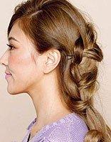 卷发简单扎头发的方法图解 卷发怎样扎头发简单好看