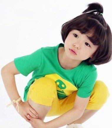 女儿蘑菇头怎样扎起头发好看 小女孩蘑菇头怎么扎
