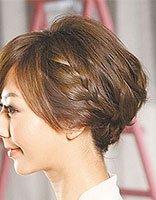 中短发女生日常生活造型 日常生活简单短发盘发