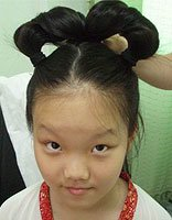 10岁的女孩怎么长发梳头 儿童摄影女孩长发梳法