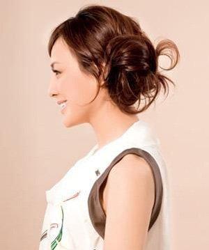 怎么简单的把长头发盘起来 简单把长头发盘起来方法