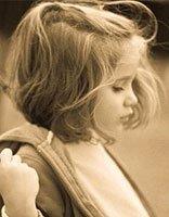 女儿上一年级了头发是蘑菇头好还是扎头发好 女宝宝蘑菇头扎头发