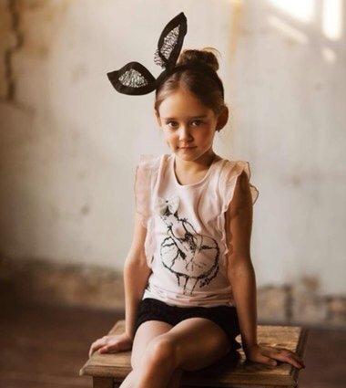 教怎么给小女孩梳头发 8岁小女孩梳什么发型可爱