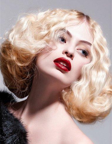 蓬松卷发图片大全 怎样的女人适合卷发发型图片