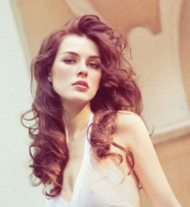 全头卷卷发发型图片 最新女生长卷发发型