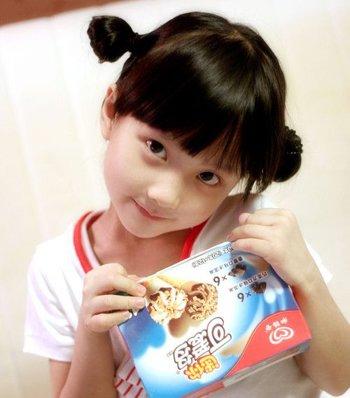 小女孩的短发也能扎很多好看漂亮的发型哟,今年儿童短发发型绑扎方法图片
