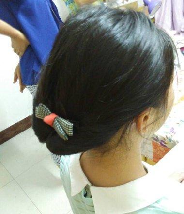 黑色中长发扎发发型 黑长发的扎法教程图片
