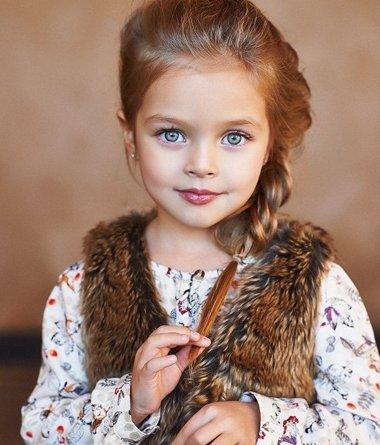 三岁小女孩长发辫子发型 五六岁女孩长发扎辫子教程