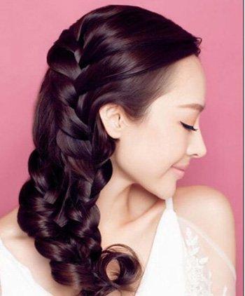 长头发编发的步骤及图片 最新女生长头发的编发教程