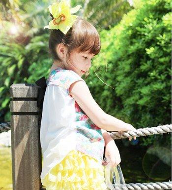 小女孩的长发怎么扎好看 2岁女孩开始留长发的扎法有哪些
