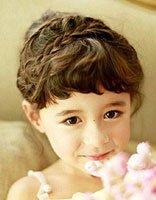 卷发小女孩梳什么发型 卷发儿童辫子扎发发型图片