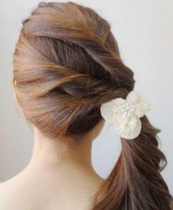 梳头发的方法_梳头发好看的方法图解_简单梳编头发简单方法步骤图图片