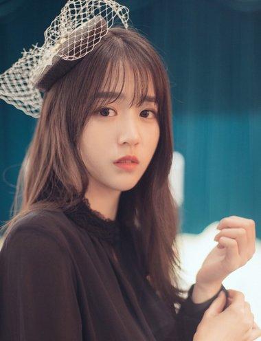 齐刘海中长卷发发型 韩式齐刘海卷发发型图片