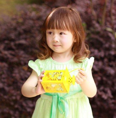 卷发小女孩有哪些发型 三岁小女童卷发发型