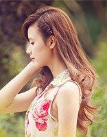 洒脱美女长卷发发型图片 卷发日常怎么护理