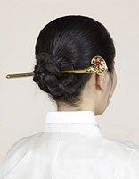 长的蝎子辫怎么卷起来 用发簪卷辫子的方法