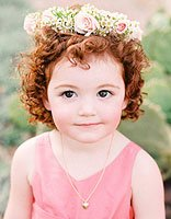 宝宝头发扎过辫子后卷得很厉害怎么办 宝宝头发卷怎么办