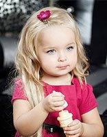 宝宝自来卷发怎么扎头发 宝宝自然卷发怎样打扮自己的头发
