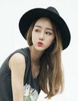 中分长头发夏天适合带什么样的帽子 好看女生长头发