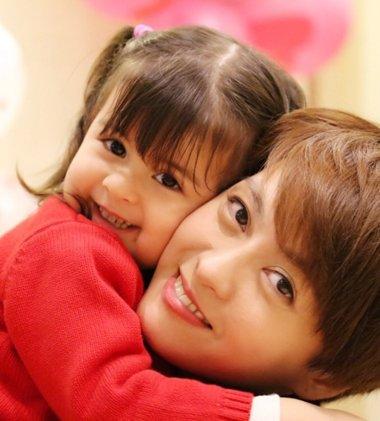 梁咏琪女儿发型好美啊 有个手巧的妈妈就是宝