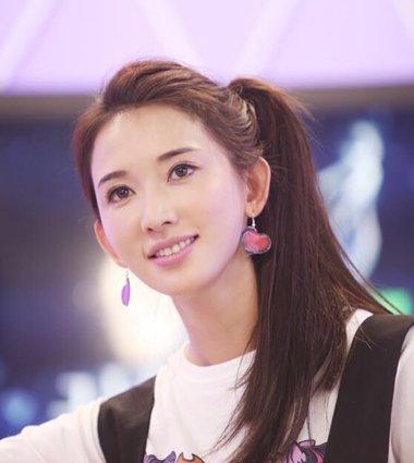 女神登台奇葩说 林志玲发型数十年如一日美若天仙