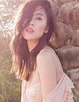 刘雯肉色抹胸裙登封面 三月早春发型最蓬松