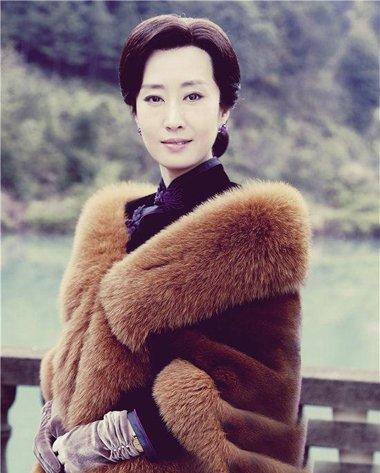 靳东师姐一夜爆红 刘敏涛的经典时尚发型百变吸眼