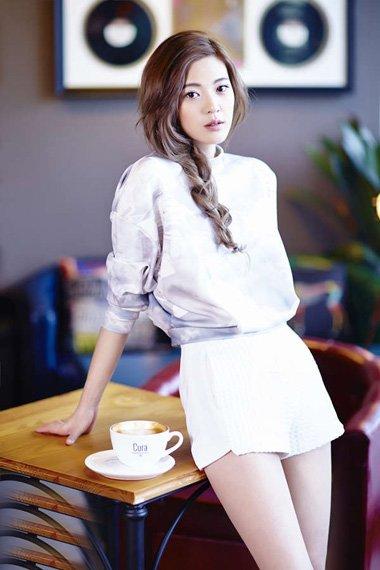 王妍之梁祝冰上中国风 淑女发型完美展现