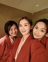 阿Sa带妈妈日本赏樱花 最美中分头造型变小仙女