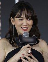 明星陈乔恩的卷发造型 空气刘海成为她的减龄秘诀