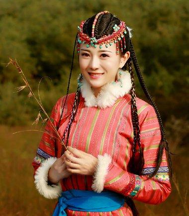 明星蒙古裙发型如何搭 电视剧民族风造型图解