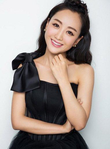 资深御姐范杨蓉卷发造型 戏里戏外的时尚发型