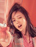 张梓琳凌乱齐肩发拍摄写真封面 看女神的最新时尚潮流发型