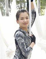 刘涛扎丸子头空中倒翻 露出发际线的时尚发型