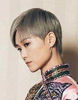 李宇春偏分短发穿旗袍亮相 复古和摩登兼具的潮流造型图片