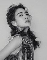 郭柯彤编凌乱三股辫耍酷气 黑白写真大片的中分发型设计