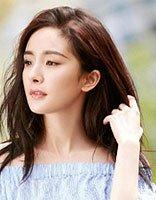 杨幂靓丽发色秀出夏天风光 留出中长发的她打造出时尚