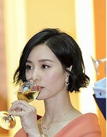 刘诗诗齐耳短发女王范十足 剪出霸气风格的女星发型