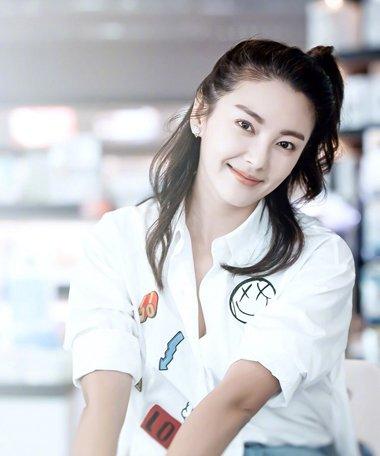张雨绮邂逅不期而遇的爱情 发型最能展现青春力