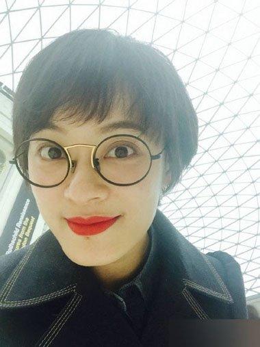 孙俪剪学生头戴眼镜秒变少女 清纯的不可方物发型打造