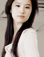 神仙姐姐变性感女神的造型 刘亦菲直发配开叉裙闪亮登场