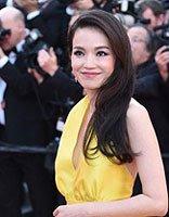 舒淇中长卷发穿亮黄色长裙 女神的优雅高贵发型设计