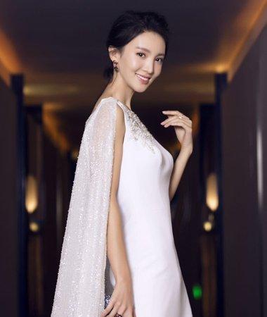 披风式礼服如何梳发 仙范儿现代礼服发