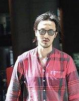 男演员王传君的扎发造型 改换走文艺风格的发型