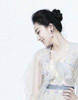 低盘发和飘逸长裙完美组合 朱子岩盘发清新又撩人
