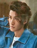 李治廷中长发诠释男神时尚魅力 中长发的他优雅撩人