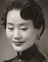林依轮复古全家福画面温馨和谐 爱妻西华中年造型气质绝佳