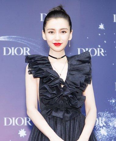 辣妈杨颖全黑造型化身黑天鹅 杨颖优雅盘发发型高贵性感
